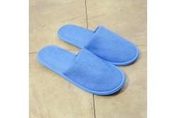 Blå frotté toffel stängd tå